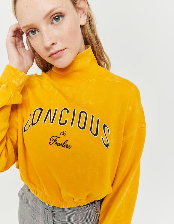 Gelbes Sweatshirt mit Aufschrift