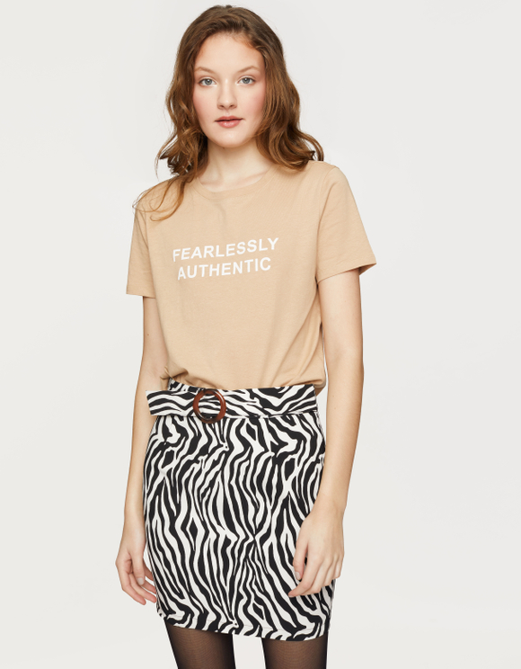 "Beżowy t-shirt ""FEARLESSLY AUTHENTIC"""
