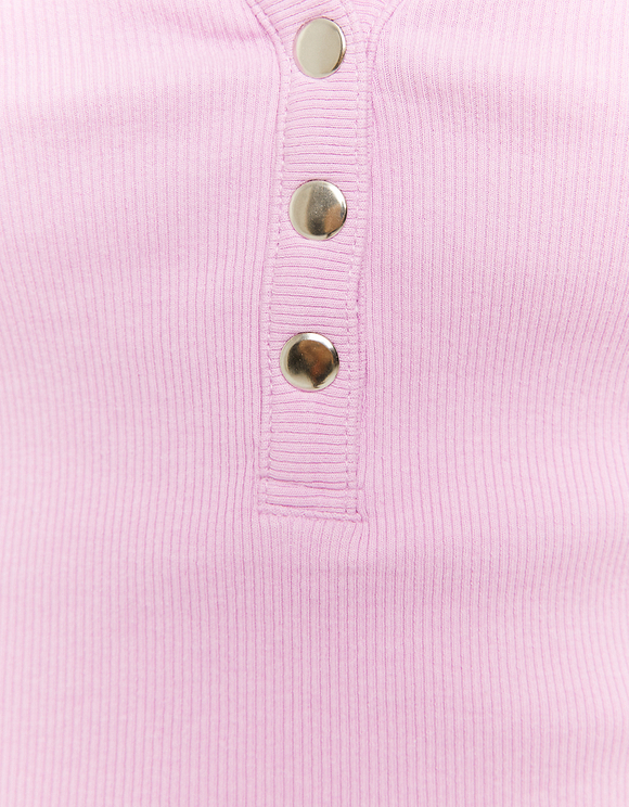 Pinkes Top mit Knöpfen