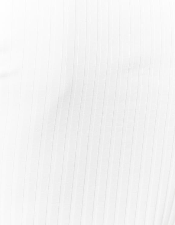 Weißes Top mit gekräuseltem Saum