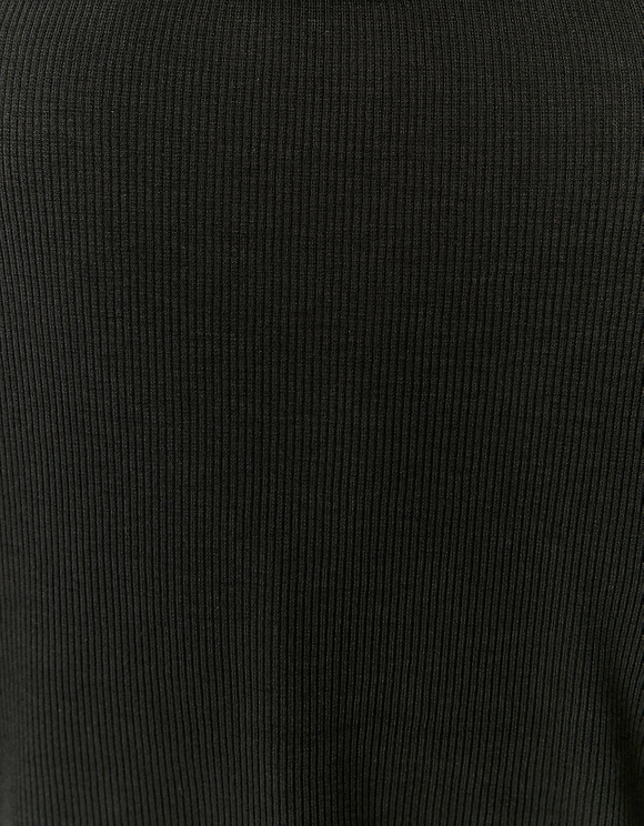 Black Dropped Shoulders Crop Top