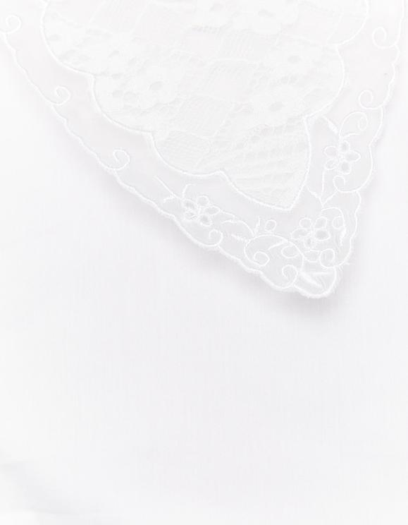 Weiße Bluse mit weitem Ausschnitt