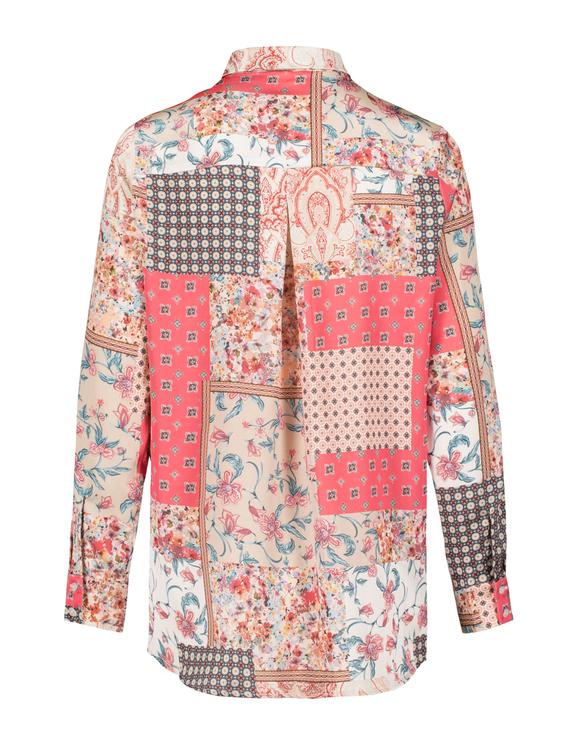 Różowa koszula z motywem barokowym