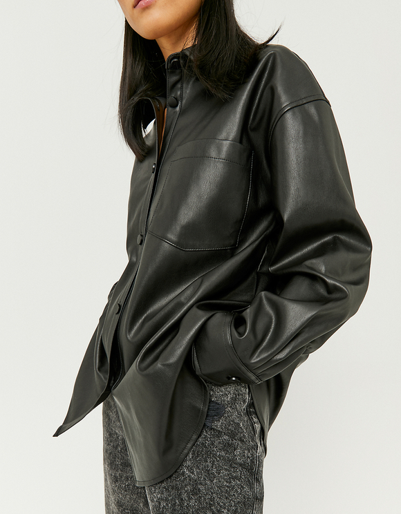 Schwarzes Hemd aus Kunstleder