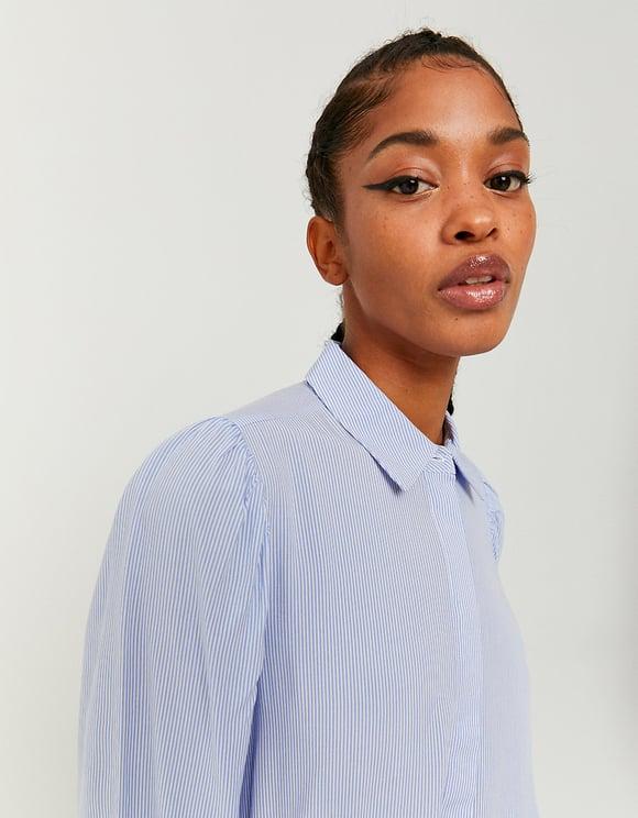 Blaues gestreiftes romantisches Hemd