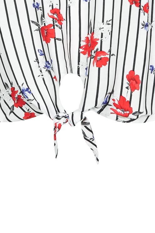 Weißes Hemd mit Knoten