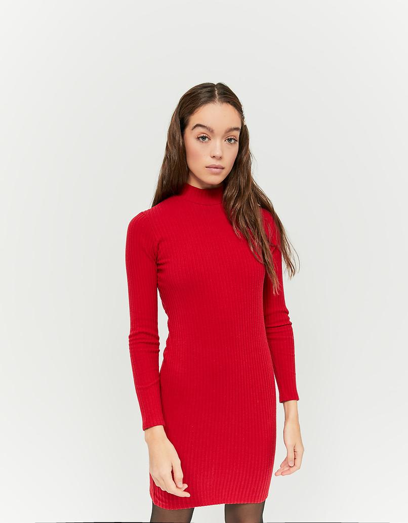 Rotes rückenfreies Kleid
