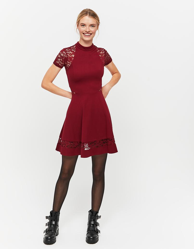 Rotes, ausgestelltes Kleid mit Spitze