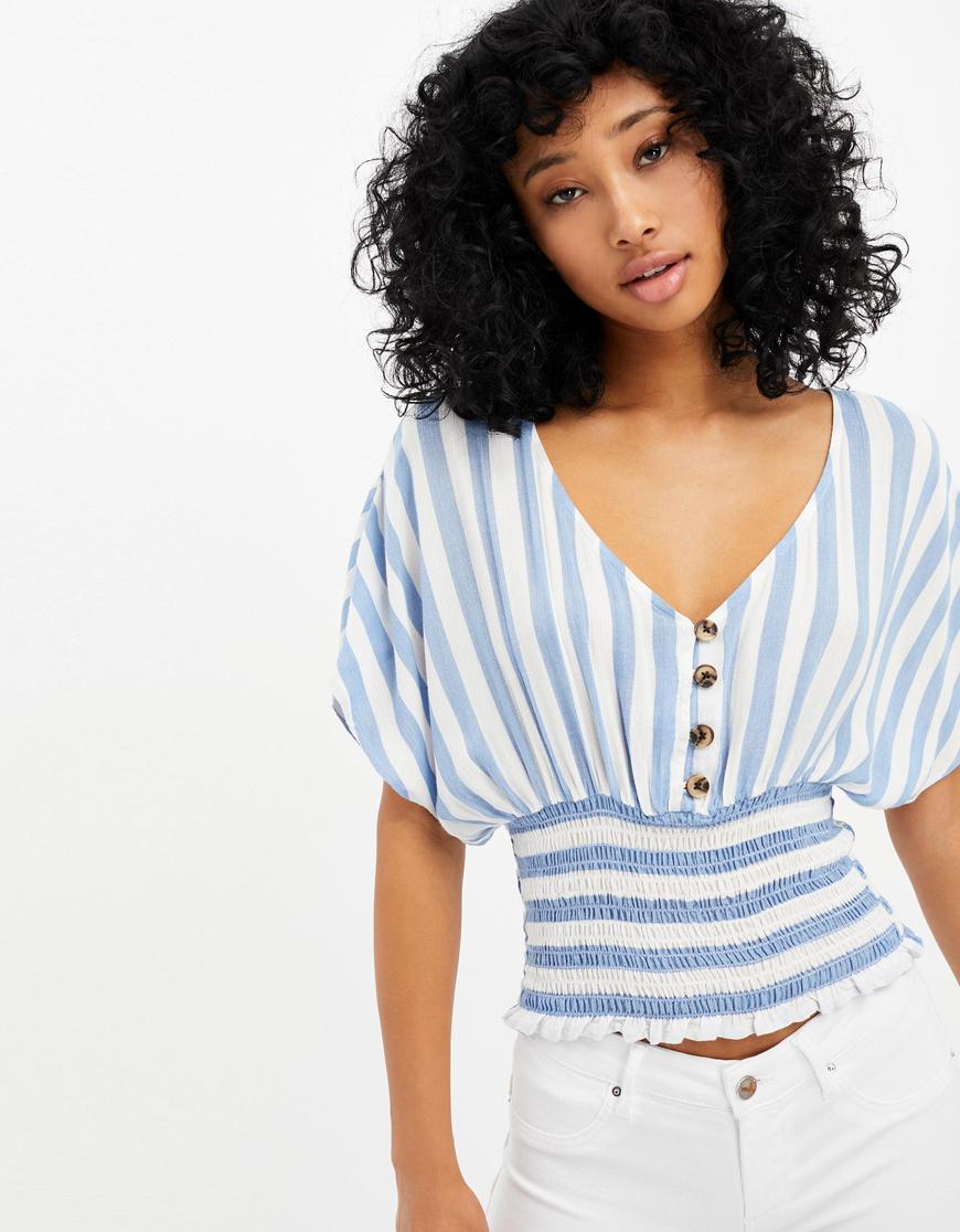 Blau-weiß gestreifte Bluse mit geraffter Taille