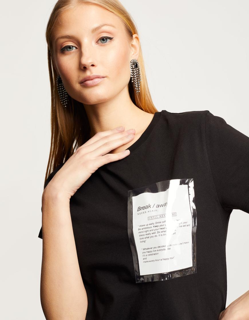 Schwarzes T-Shirt mit Tasche