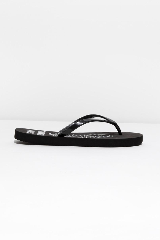 Schwarze Flip-Flops mit Print