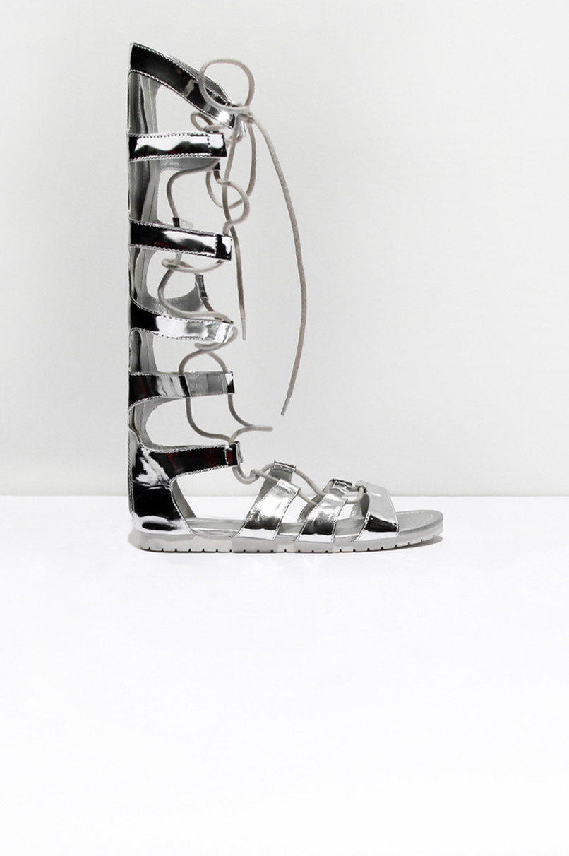 Silberfarbene Sandalen